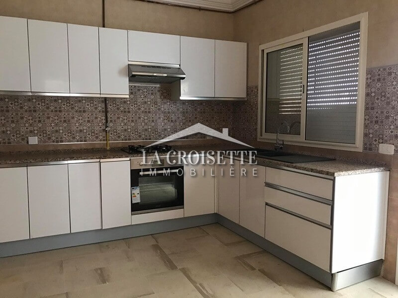 Appartement s+3 meublé à la Soukra