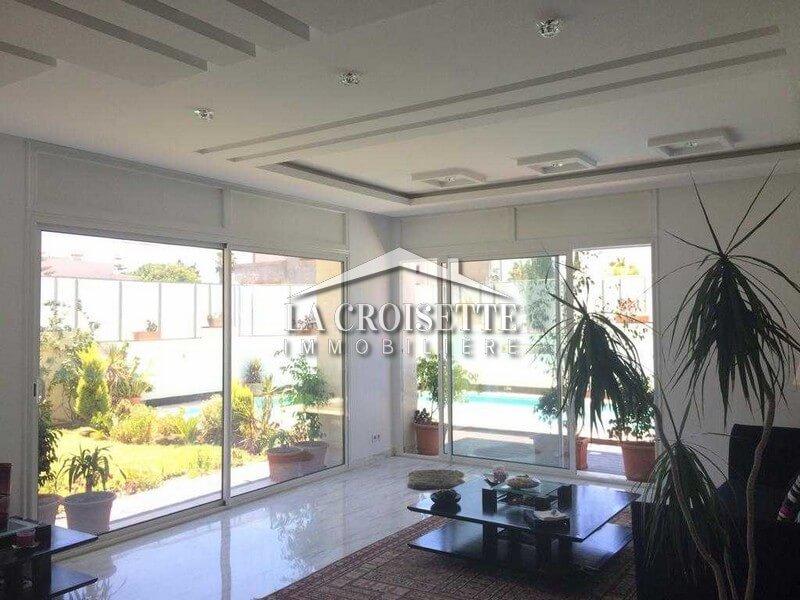 Une villa avec piscine à La Marsa