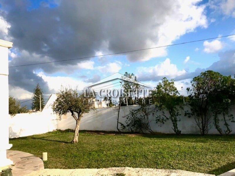 Villa S+4 meublée à la Soukra