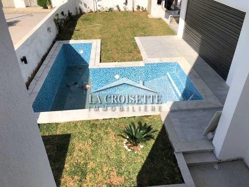 Villa S+5 avec piscine à Gammarth