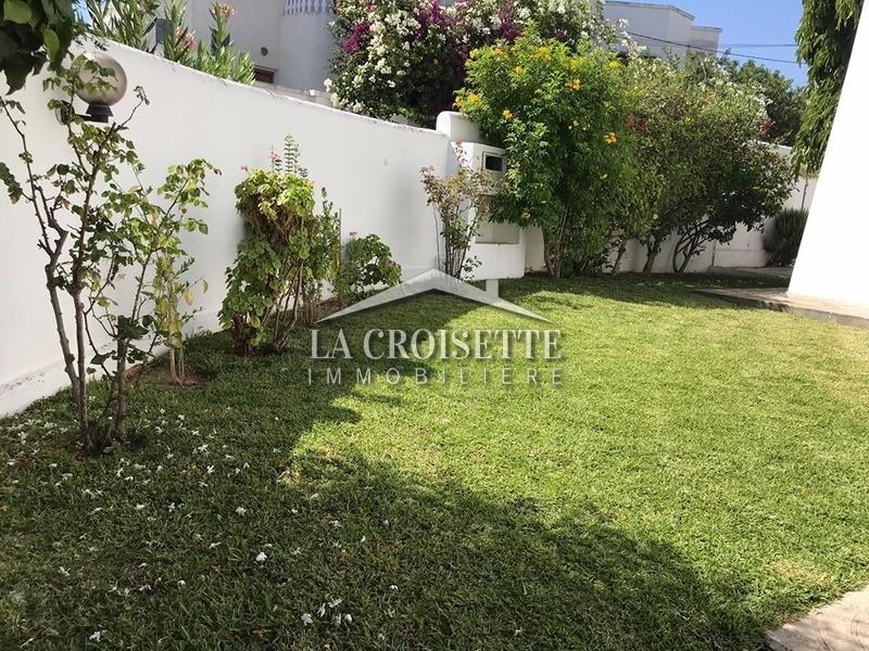 Une Villa en s+4 avec jardin et piscine à Gammarth