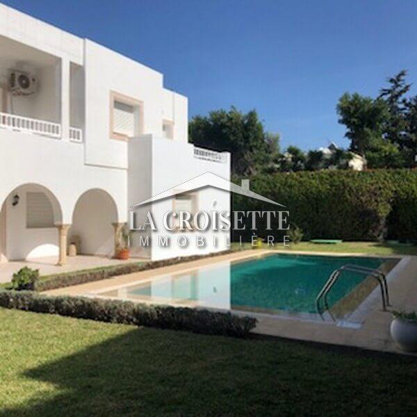 Une villa S+5 avec piscine à La Marsa