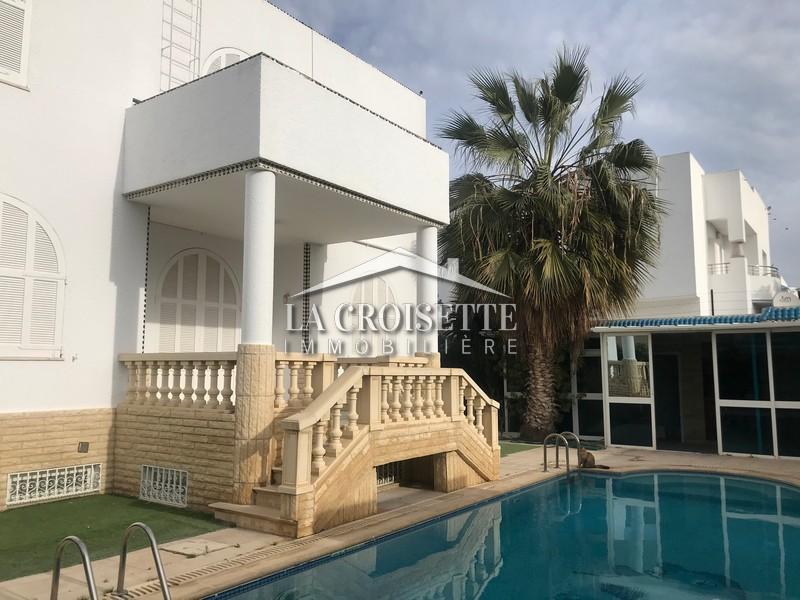 Une villa S+4 avec piscine à La Marsa