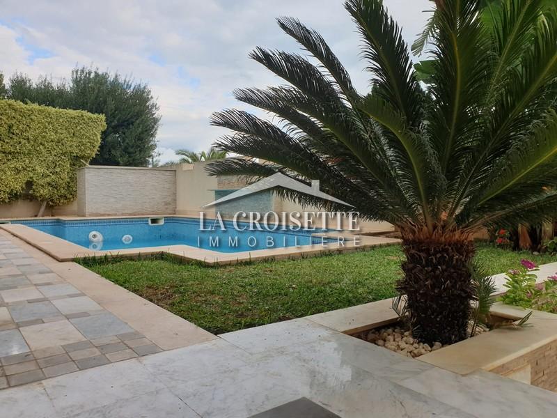 Villa S+5 avec piscine au Lac 2