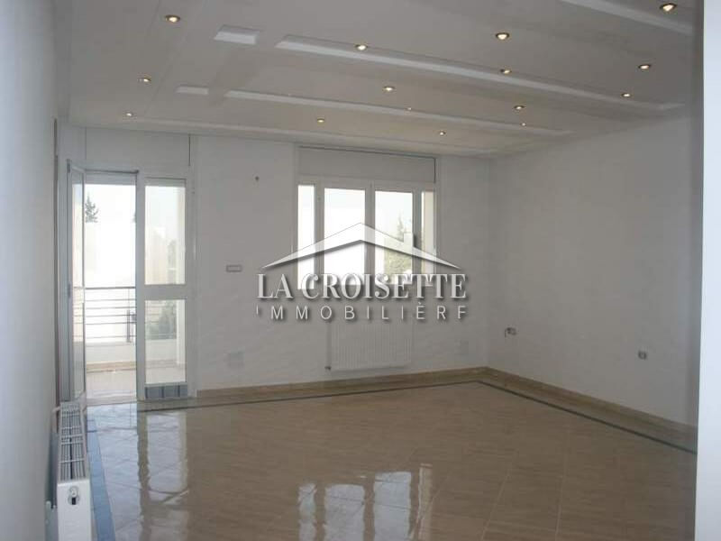 Un étage de villa s+3 à la Soukra