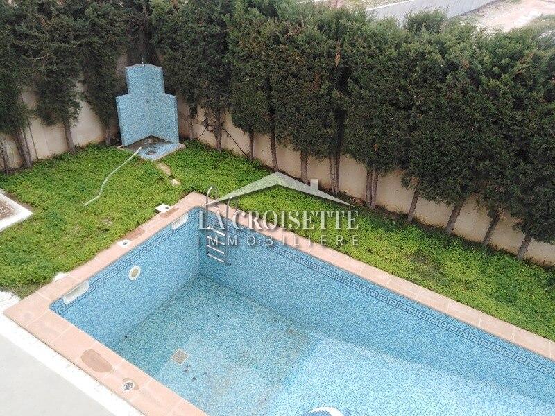 Villa S+5 avec piscine à Ain Zaghouan Nord