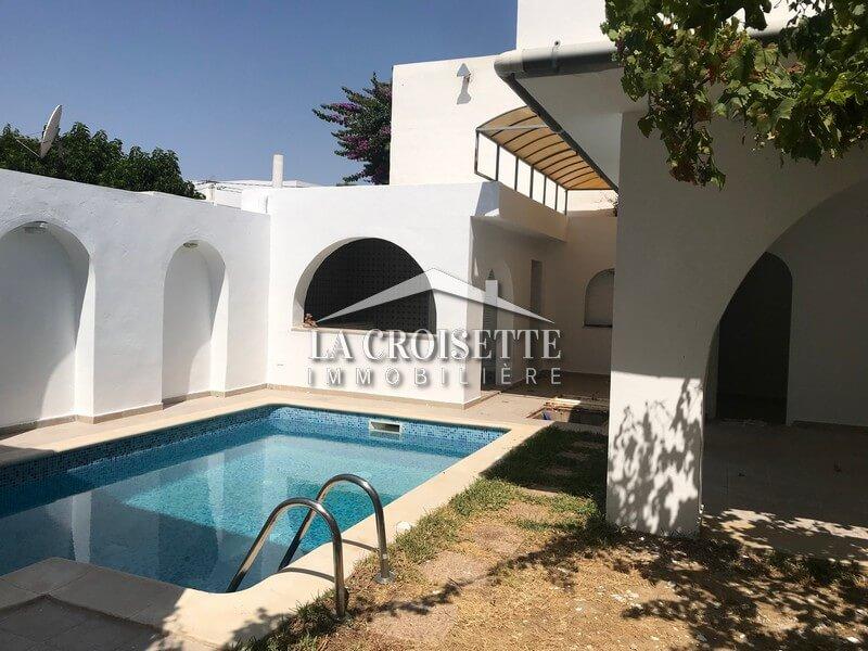 Une villa s+4 avec piscine à Carthage Dermech